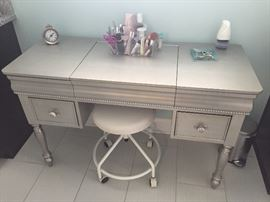 SILVER/GRAY DRESSING TABLE-VANITY
