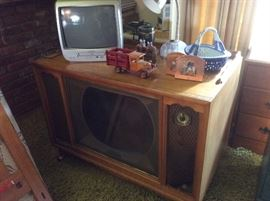 Vintage tv, small tv, decor items