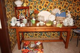 Misc. kitchen (Table not for sale)