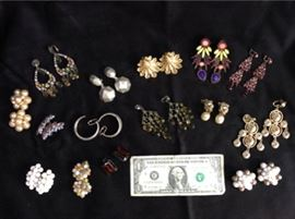 Lot 007 Ear Candy E