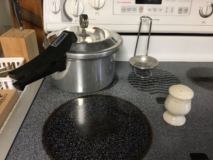 Kitchen - pressure cooker - stove is not for sale