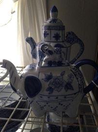 Blue & white tea pots