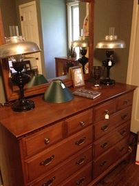 Maple 8-drawer chest; matching lamps
