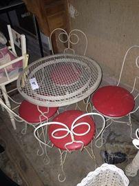 Child's precious ice cream table & 4 chairs