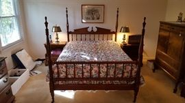 Antique turned leg full bed spindle bed