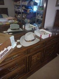 Dresser Resistol and Linens
