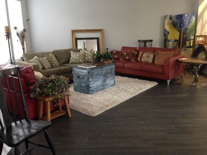 Living Room Furniture Set Including Coffee Table Trunk, Rug, Two Sofas, An  Armchair And Numerous End Tables And Decor Items. Staging Furniture.