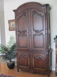 Henredon closed door mirror back china cabinet