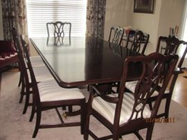 Harden Chippendale style dining room table, 2 leaves, 6 chairs