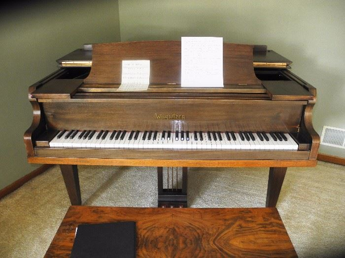 Gorgeous Wurlitzer baby grand piano