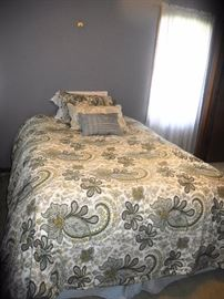 Full size bed, bedding set