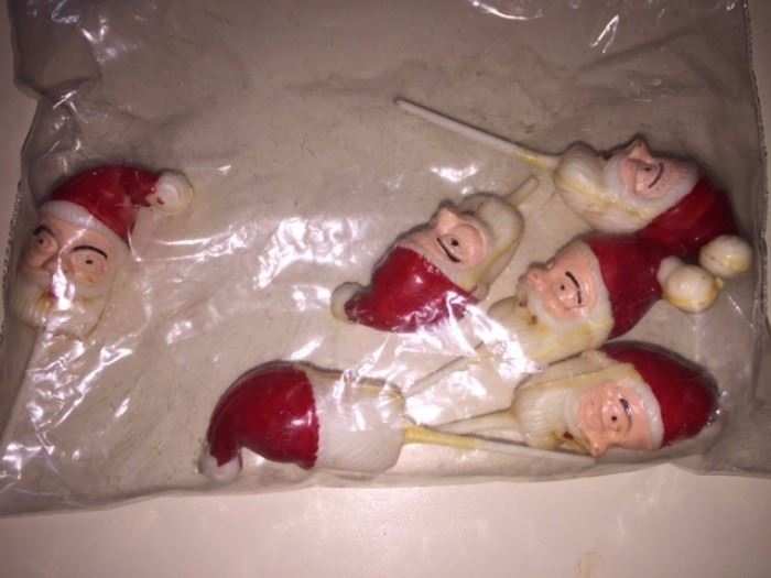 Very vintage Santa picks