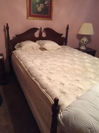 Queen size bed (Broyhill)