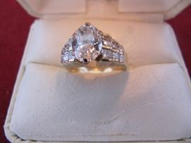 Center diamond is 1 1/2 carat, si2, h                          side stones - 1.54 carat, si2, I/h                                      Prongs on center stone are worn - needs new head or retipped.