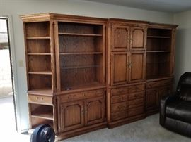 5 Piece Thomasville oak wall unit.
