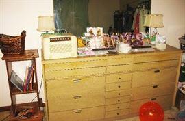 dresser with mirror 20.00