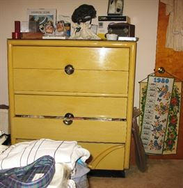 chest of drawers 20.00