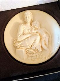 Madonna and Child cameo plate