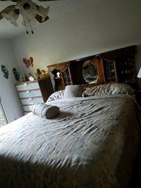 King-size Bed w/Headboard