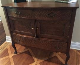 "Antique Oak Dresser w/3 Drawers & 2/Cabinets (42"" x 19"" x 38"")"