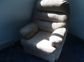 like new lay-Z-Boy recliner