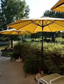 Nice Outdoor Umbrellas with Heavy Bases - 3 ct