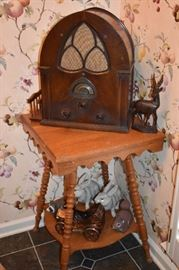 Atwater Kent Model 84 Super - Heterodyne Cathedral Style Radio made in 1931 - In Beautiful Condition!!! and Antique Fern/Lamp Table with Spool Style Legs
