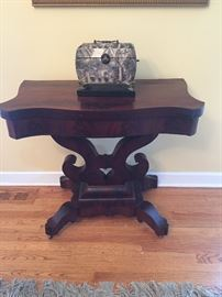 Beautiful vintage Mahagony flip top table