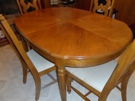 Bassett dining table w/4 chairs