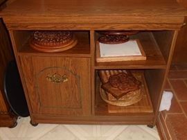 Small cabinet w/casters