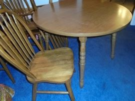 Dining table w/2 leafs and 6 matching chairs