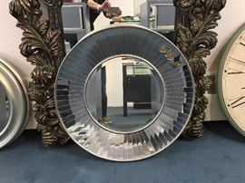 Variety of wall mirrors in all sizes