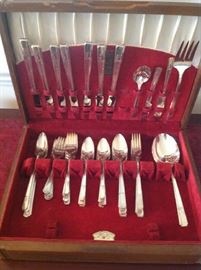 "Oneida ""Grenoble"" vintage silver plate set with chest - $ 70.00"