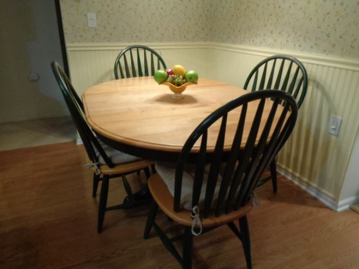 Light Oak Hunter Green Dining Table 4 Chairs