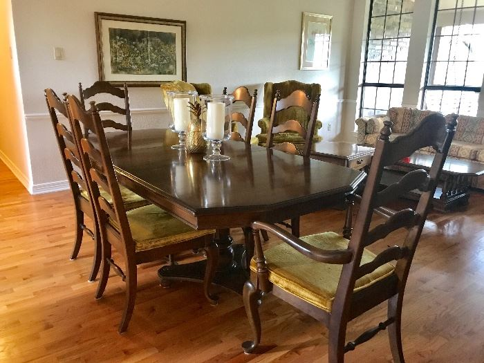 Ethan Allen dining table comes with two leaves