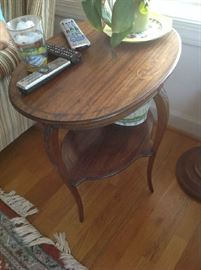 Antique Oval Accent Table $ 90.00