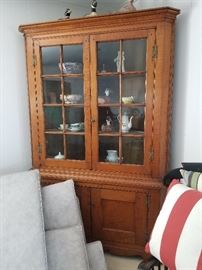 New England tiger maple corner cupboard, circa 1810