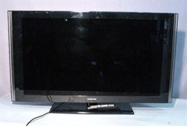 "Samsung Model LN46A580P6F 46"" TV Television with Pedestal Base and Remote, Powers Up"