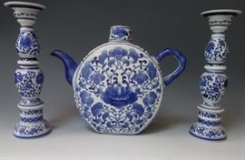 CHINESE STYLE BLUE AND WHITE PORCELAIN