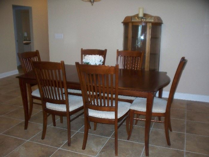 Dining Room Table By Richardson Brothers Co. With 6 Chairs   Leaf