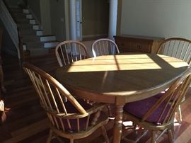 Thomasville oak table with 6 chairs