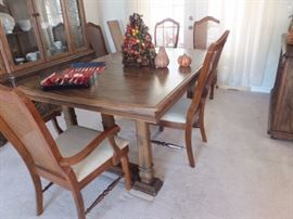 Dining table with 6 chairs and 3 leafs.