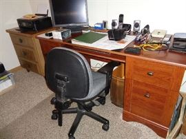 desk & office chair
