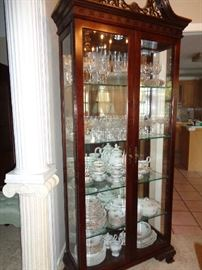 curio, much collectable glass ware