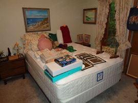 queen bed / no headboard