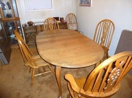 Very Clean Oak Dining Set includes 8 chairs