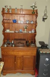 Charming vintage China Cabinet/Hutch