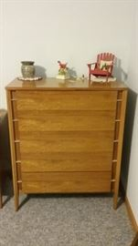 chest of drawers (5 drawers) matches chest of drawers.