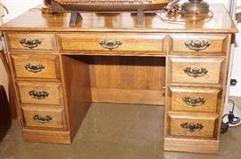 Oak desk with 7 drawers