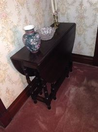 Gate-leg table (mahogany)